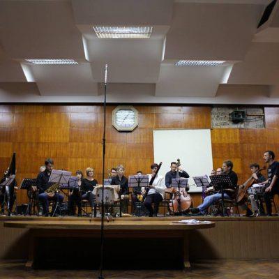 """Kornelijus Kardjuovo """"Veliko učenje"""" u izvođenju ansambla """"Studio 6"""" i """"Novosadskog Skreč orkestra"""""""